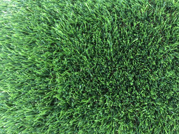 דשא סינטטי בעל צפיפות גבוה במראה טבעי